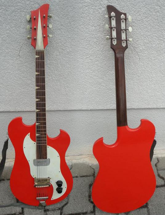 guitar blog strangely shaped guitar with rellog gitona pickups. Black Bedroom Furniture Sets. Home Design Ideas
