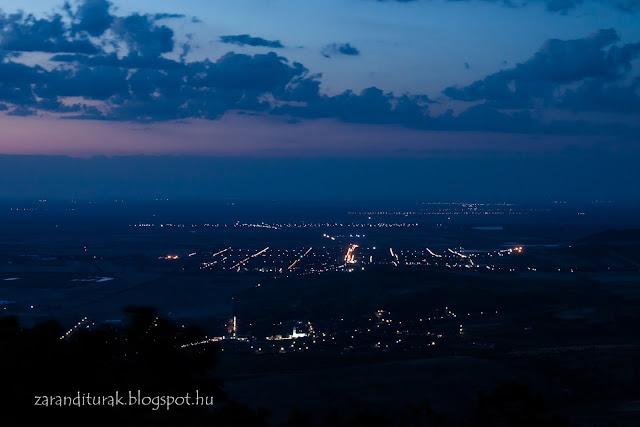 éjszakai tájkép a világosi várhoz vezető gerincről fotózva