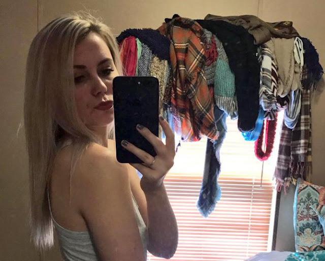 Chica sexi se toma selfie, usuarios la critican por desorden