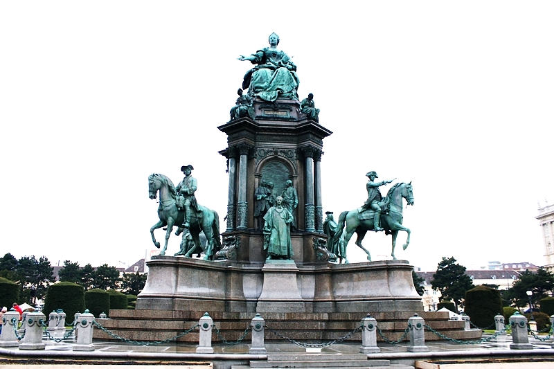 Maria Theresien Platz monument to Maria Theresa