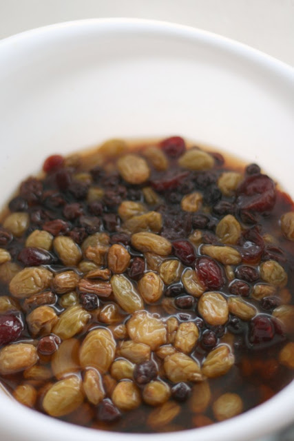 raisins and currants soaked in tea
