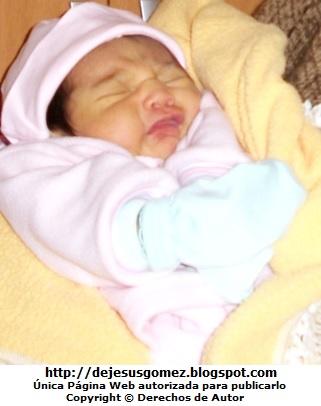 Foto de una bebé mujer con los ojos cerrados de Jesus Gómez