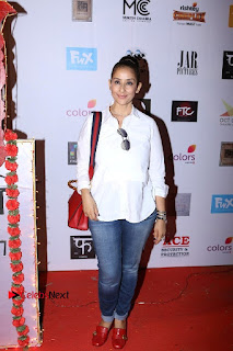 Bollywood Actress Manisha Koirala Pos in Denim Jeans at Colours Khidkiyaan Theatre Festival  0002.jpg