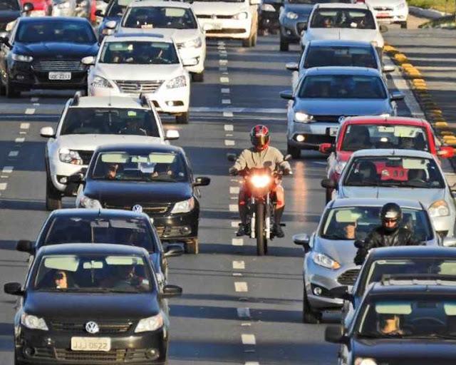 3.000 motoristas foram multados por dirigir com farol baixo desligado de dia