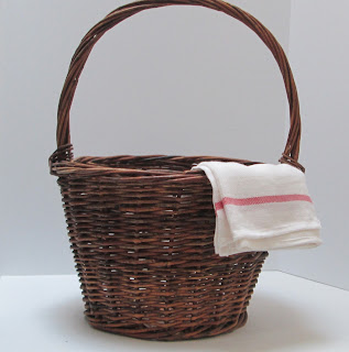 Medium Grapevine Basket with dish cloth