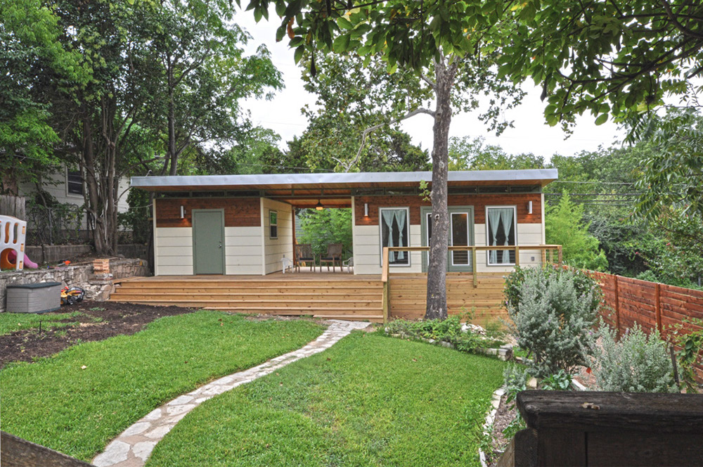 TINY HOUSE TOWN Modern Studio Luxe