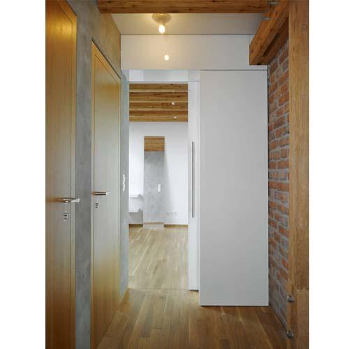 Esempio di ristrutturazione della camera da letto di un piccolo loft a Praga