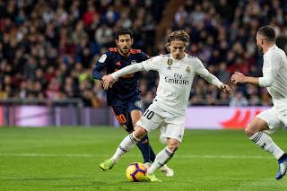 لوكا مودريتش Luca Modric يحصد جائزة الكرة الذهبية 2018 Ballon d'Or وينهي هيمنة رونالدو وميسي عليها