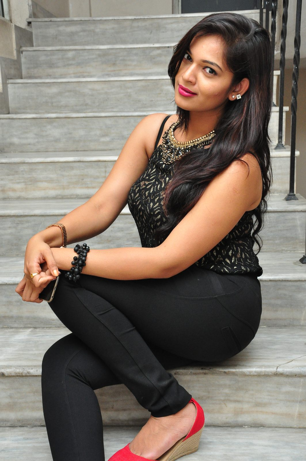 Ashwini New Sleeveless Photos Shiner Photos