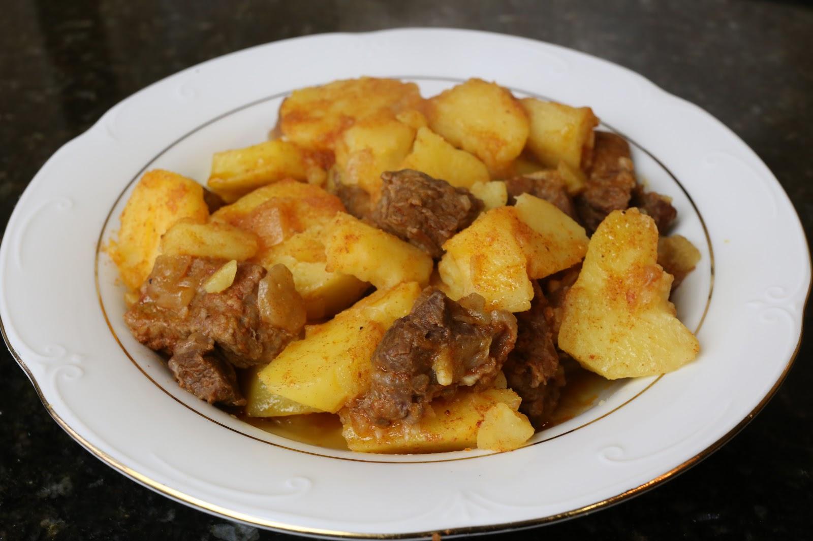 Cocina andaluza Guiso de patatas con carne de ternera