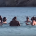 Team USA: Βουτιές και παιχνίδια στα νερά της Μυκόνου (video)
