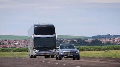 Que tal ônibus que freia e acelera sozinho? Mercedes-Benz apresenta modelo