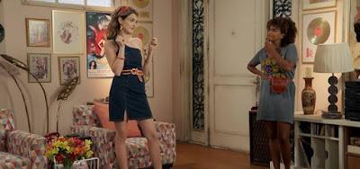Manu (Isabelle Drummond) e Kika (Jeniffer Nascimento) em Verão 90; moda da novela ganha as ruas