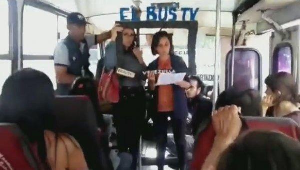 """Periodistas venezolanos crearon """"El Bus TV"""" ante censura a los medios en el país"""