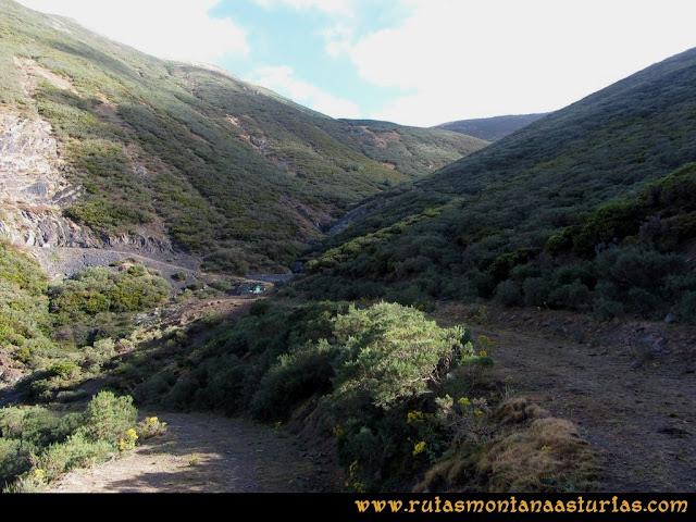 Ruta Pico Cellón: camino a la presa para subir a Entrambospuertos