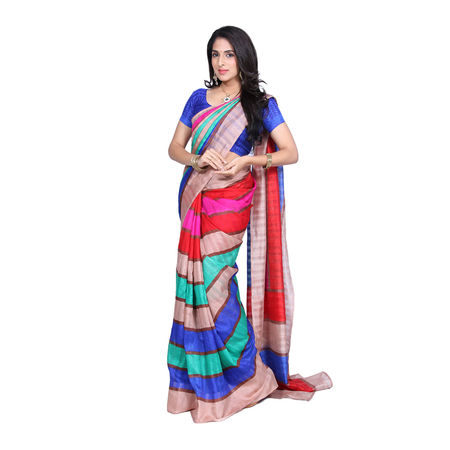 4ccabf36a4 Range of huge varieties like banarasi, dhakai jamdani, chiffon to silk or  georgette and even heavy designer sarees are available online.