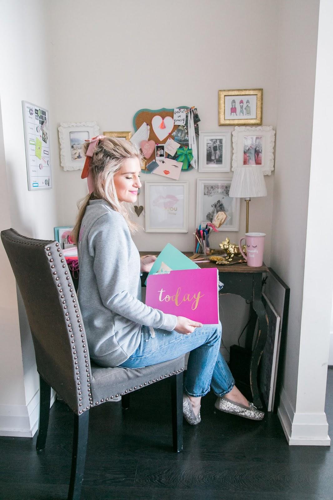 Bijuleni - 5 Cheap Ways to Make Your Desk Area Look Pretty