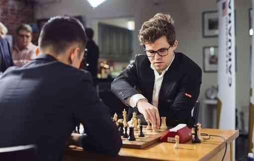 Le dernier match entre le champion du monde d'échecs Magnus Carlsen et le Chinois Ding Liren