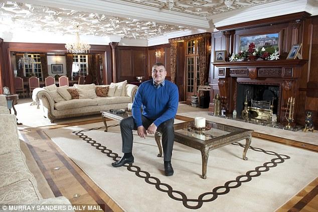 Este multimillonario vive con sólo 15 dólares al día