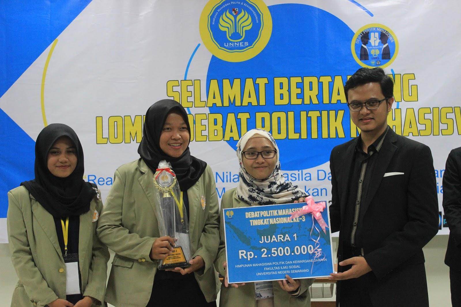 Juara Debat Politik Mahasiswa Tingkat Nasional
