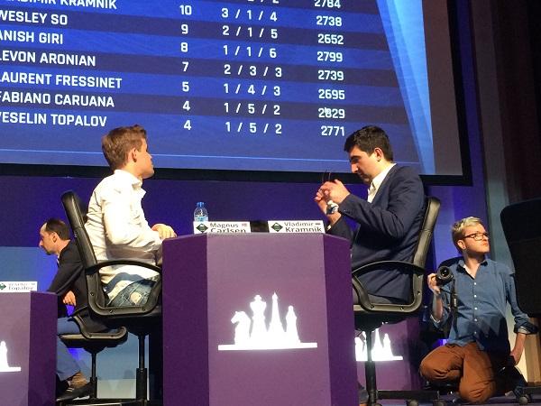 Le duel de la ronde 9 en cadence rapide entre le Russe Vladimir Kramnik et Magnus Carlsen a tourné à l'avantage du Norvégien - Photo © Chess & Strategy
