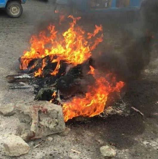Graphic Photos: Two Tricycle Snatchers Burnt To Death In Warri
