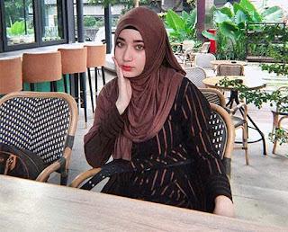 Tengku Syaira Anataya Duduk