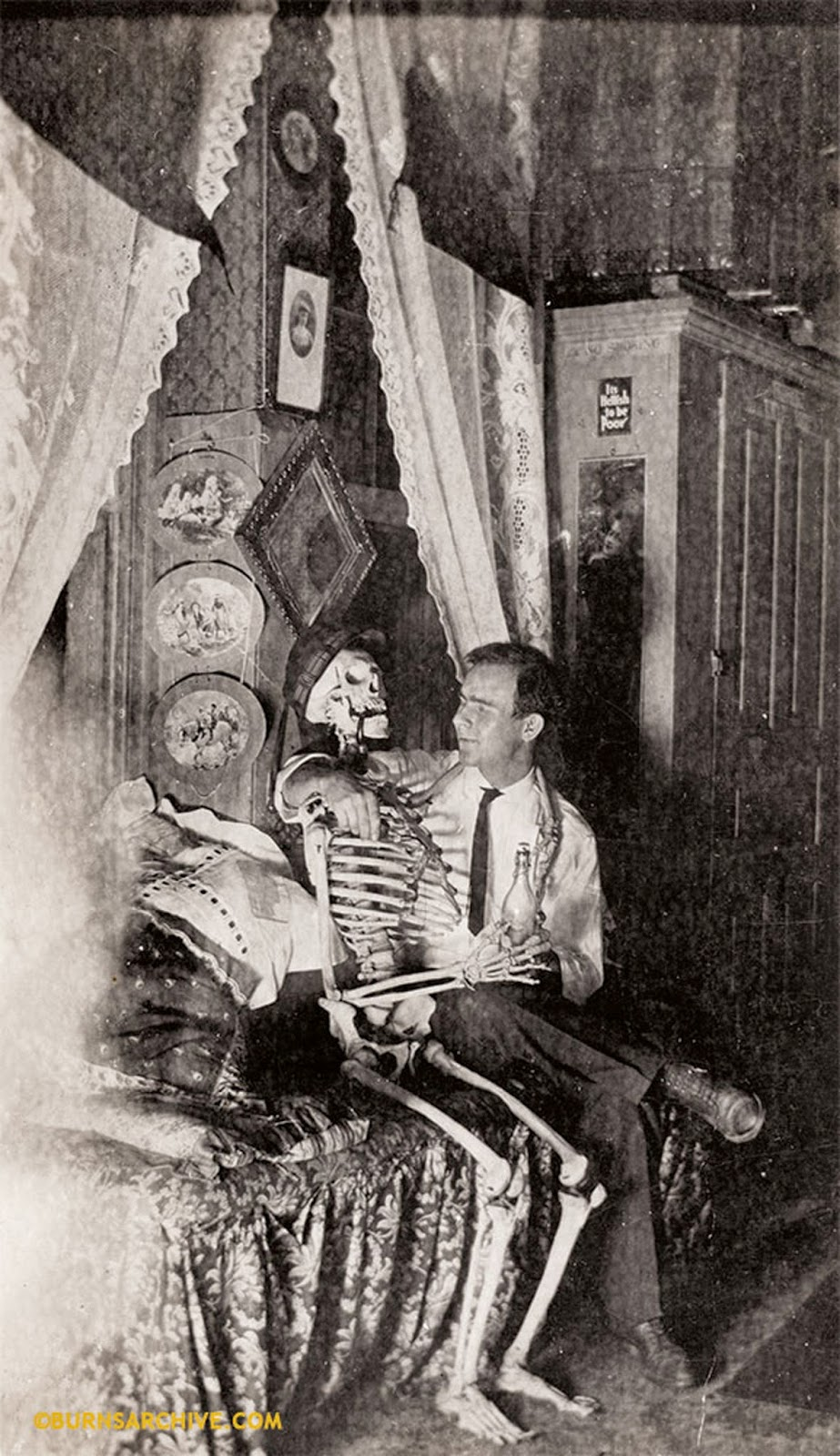 Rare and Weird Vintage Photos of Skeletons and Dead Bodies ...