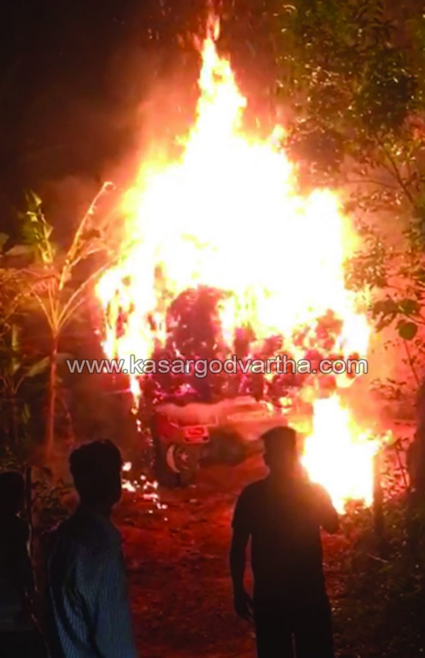 Fire in Lorry, Seethangoli, Kasaragod, News, Fire, Lorry, Grass.