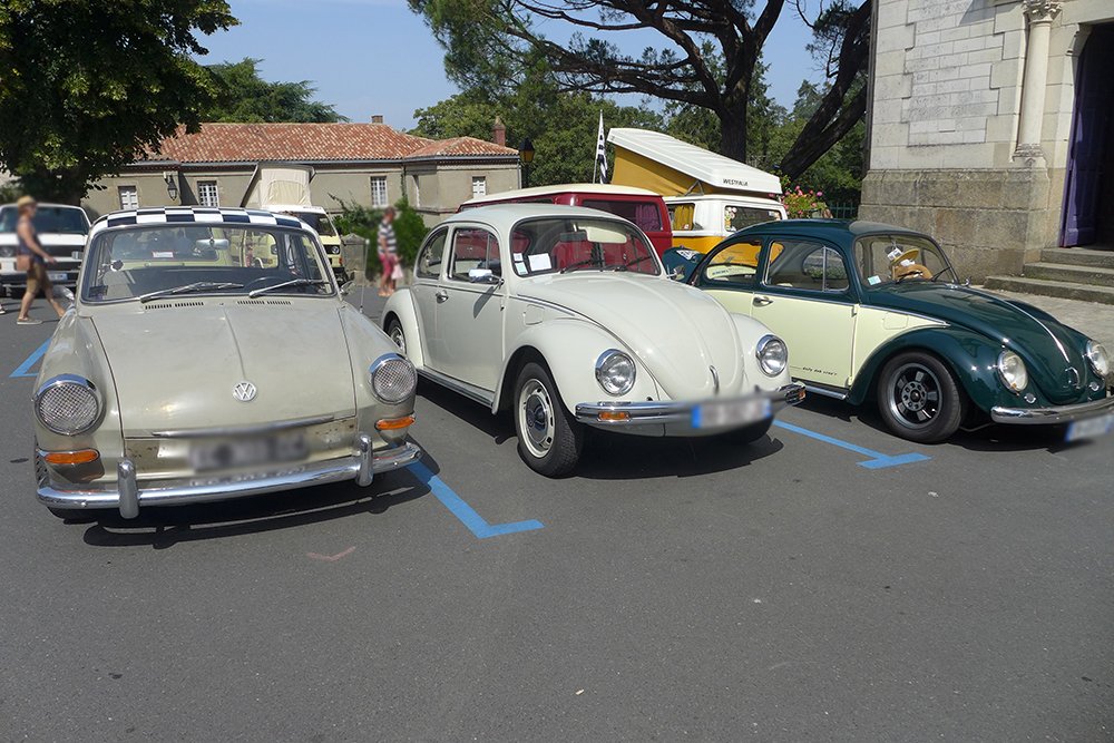 Rassemblement de voitures vintages Coccinelle volkswagen beige à Clisson