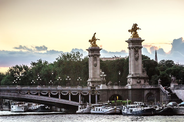 Seine River Cruise With Love