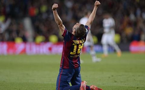 Barca trói chân thành công siêu hậu vệ