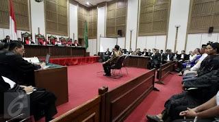 Tertawa Saat Sidang Ahok, Saksi dari Polisi Ditegur Hakim
