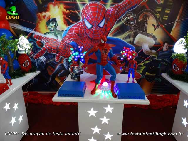 Festa infantil tema Homem Aranha - Decoração de mesa provençal para o bolo de aniversário