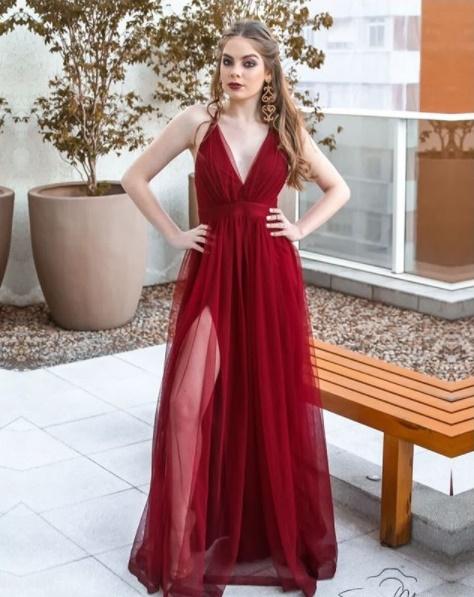vestido de festa marsala com fenda