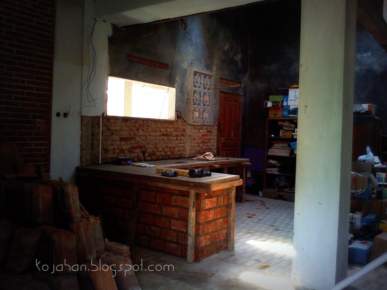 Meja Dapur Dinding Penyangga Menggunakan Bata Yang Kspos Dengan Pasangan Miring 1 4