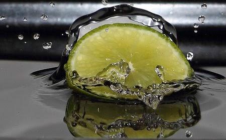 bere acqua al limone ti aiuta a perdere peso