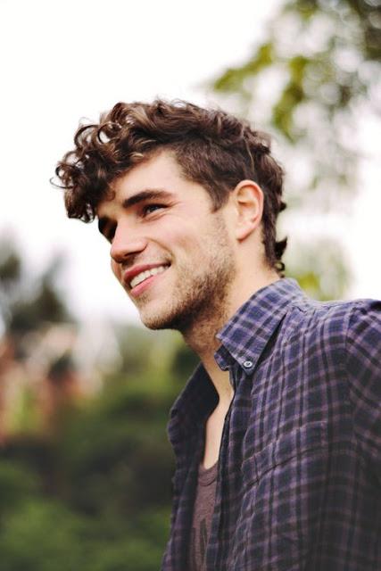 cortes de cabelo masculino ondulados e cacheados fauxhawk (2)