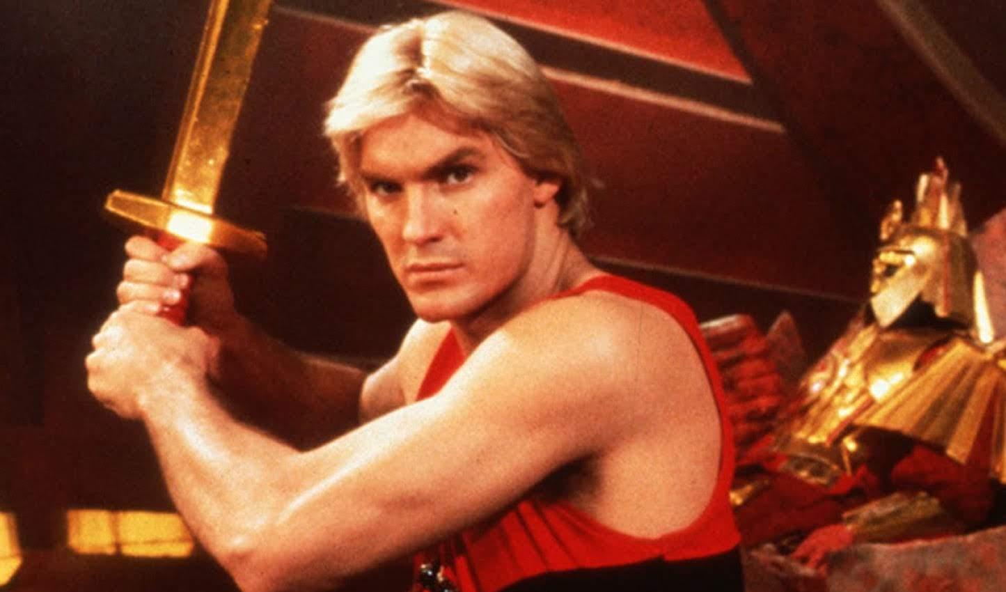 Flash Gordon :「ボヘミアン・ラプソディ」が間もなく全米公開の FOX が、クイーンの主題歌で知られるスペースオペラのヒーローを復活させる「フラッシュ・ゴードン」の新監督を決定 ! !