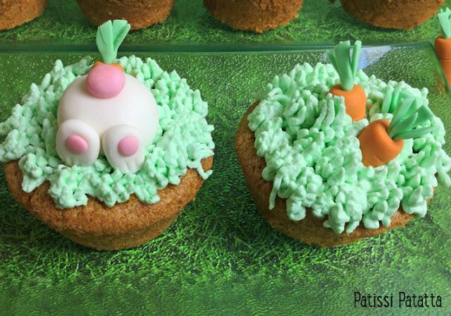 recette de carrot cake, muffins carrot cake, muffins de Pâques, dessert de Pâques, gâteaux Pâques, cake design, pâte à sucre, modelage lapins, modelage carottes, cream-cheese, décoration Pâques,