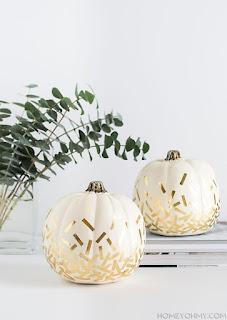 20 Idee Per Decorare Le Zucche Di Halloween Fai-da-te: coriandoli dorati