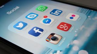 Dewan Sekolah Memonitor Kegiatan Media Sosial Siswa