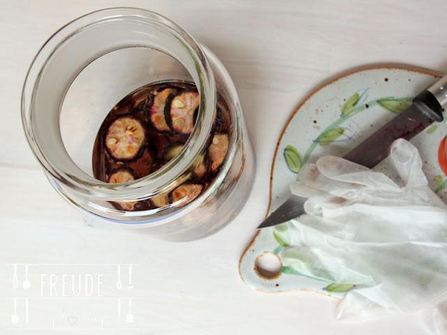Aus der Zirbe: Zirbenschnaps und Zirbenlikör - Zirbenzapfen - Freude am Kochen