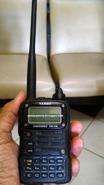 Yaesu VX-7R, mungil tapi full power.