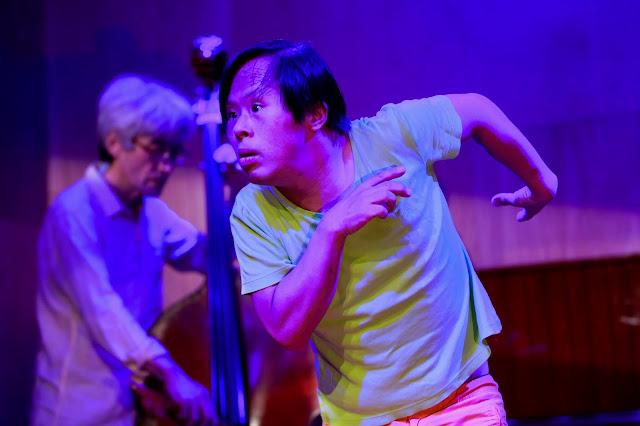 矢萩竜太郎(即興ダンス)、齋藤徹(コントラバス)との共演