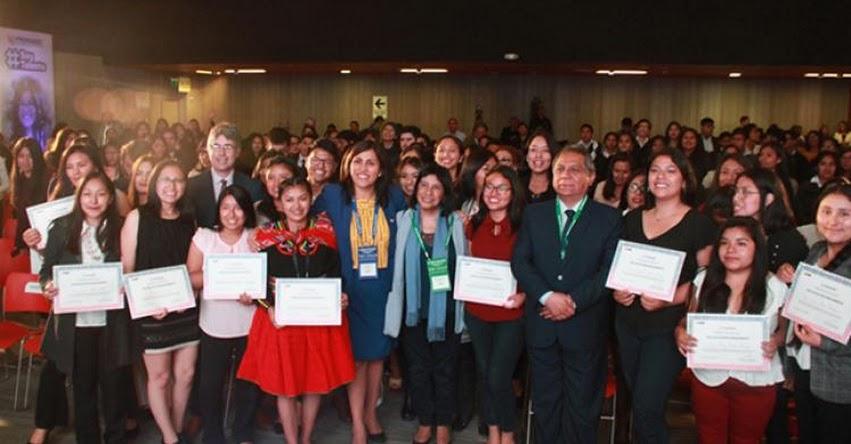 MINEDU anuncia oportunidades laborales para educadores egresados de Beca 18