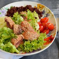 Salada de quinoa vermelha e atum