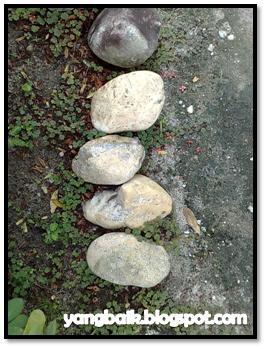 Bila air jatuh di atas batu