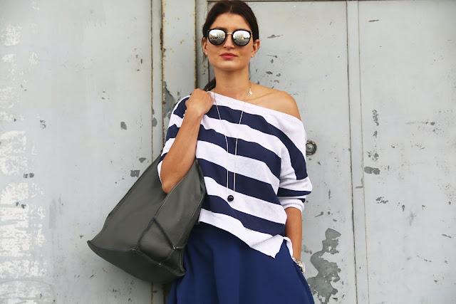 rozkloszowana spódnica, jak nosić, streetstyle, marynarskie paski, spódnica, style, novamoda style, blog po 30tce, w marynarskim stylu, w jej stylu,