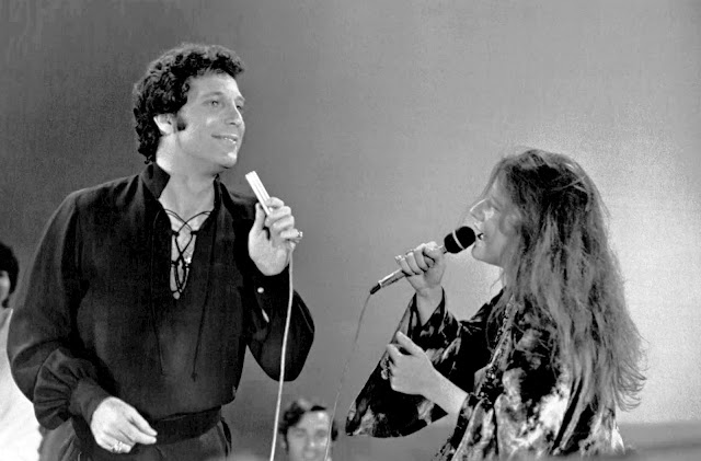 Tom Jones cantando con Janis Joplin en el programa 'This is Tom Jones' (1969)